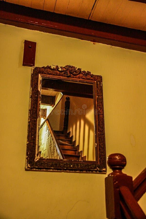 odzwierciedlający schody w Roi Du Christophe Hotel w nakrętce Haitien, Haiti fotografia royalty free