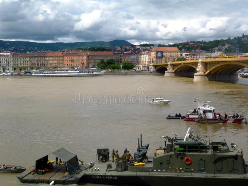 Odzysk operacja na Danube pod Margaret mostem dok?d ??d? ton?ca 2 dnia wczesny obraz stock