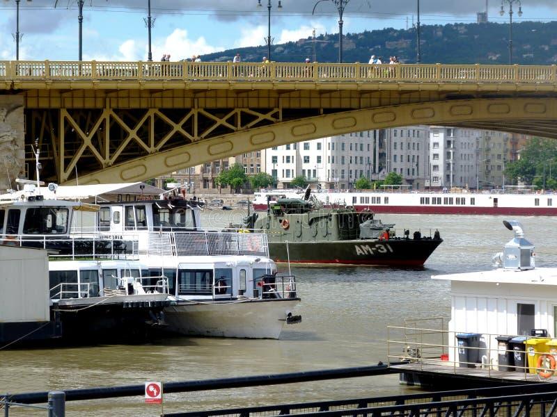 Odzysk operacje na Danube pod Margaret mostem dok?d ??d? ton?ca 2 dnia wczesny zdjęcia stock