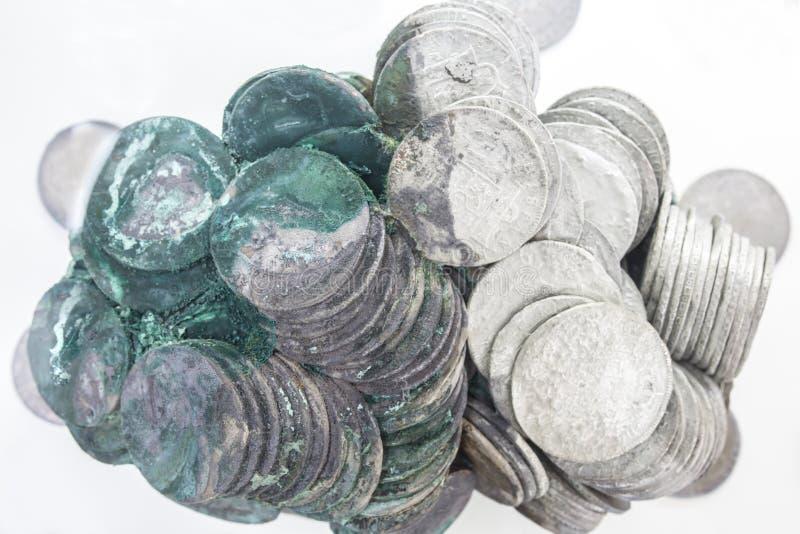 Odzyskane srebne hiszpańskie monety odzyskiwali od zapadniętego statku zdjęcie royalty free
