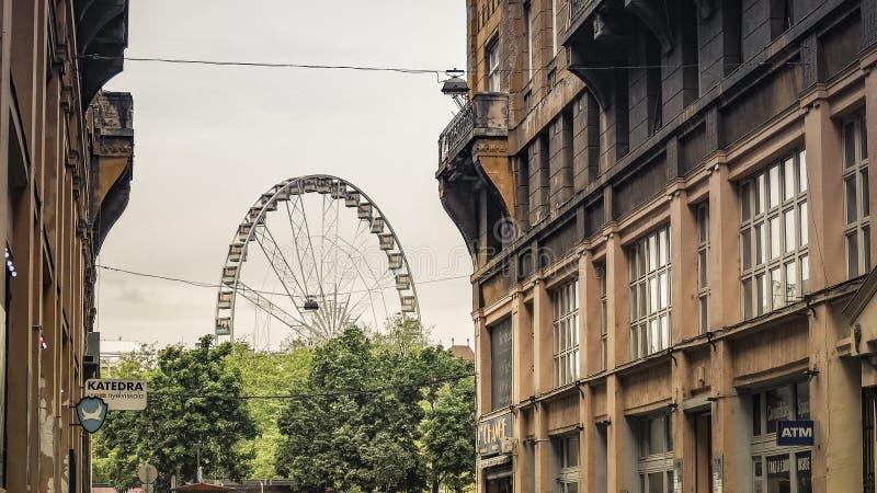 Oeil de Budapest d'attraction de Budapest avec une vue de la rue photographie stock libre de droits