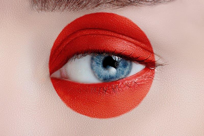 Oeil de femme avec le beau maquillage image libre de droits