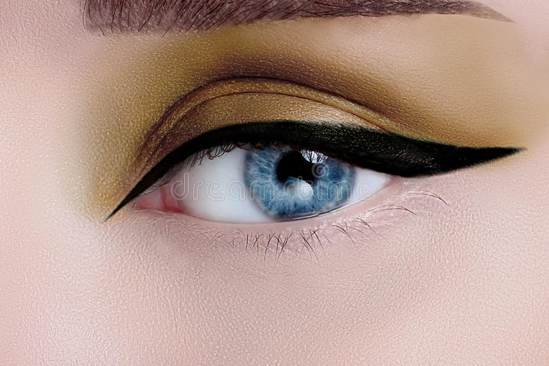 Oeil de femme avec le beau maquillage photos libres de droits