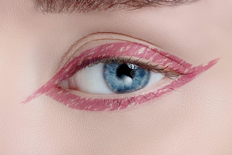 Oeil de femme avec le beau maquillage images libres de droits
