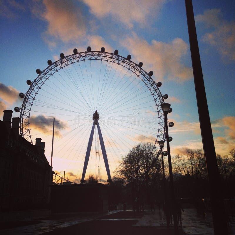 Oeil de Londres au coucher du soleil images stock