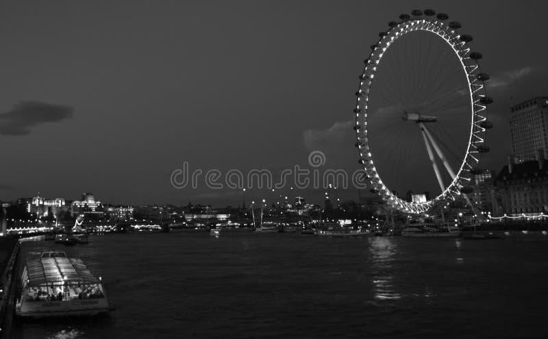 Oeil de Londres au cours de la nuit image stock