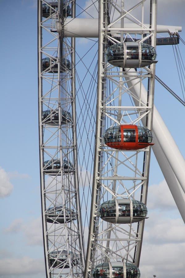 Oeil de Londres près de la Tamise photo libre de droits