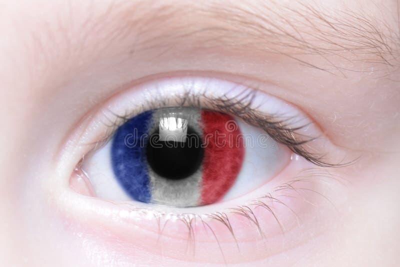 Oeil humain avec le drapeau national des Frances photos libres de droits