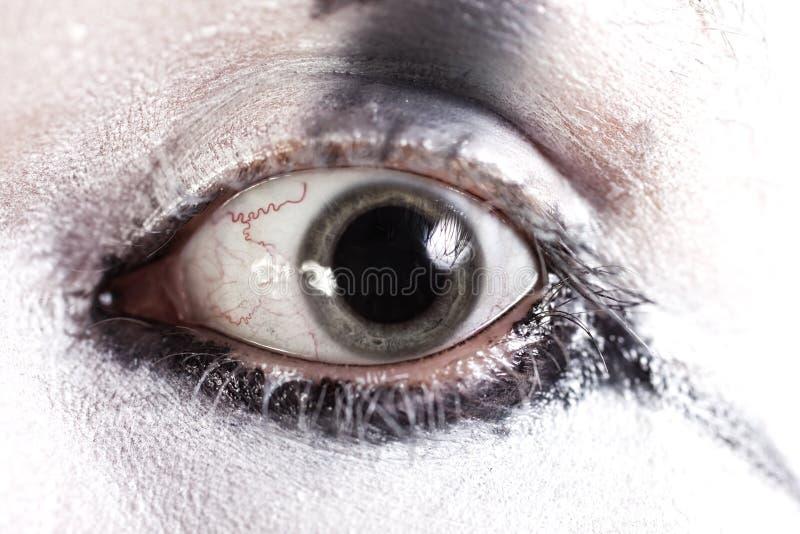 Oeil humain avec les pupilles dilatées images stock