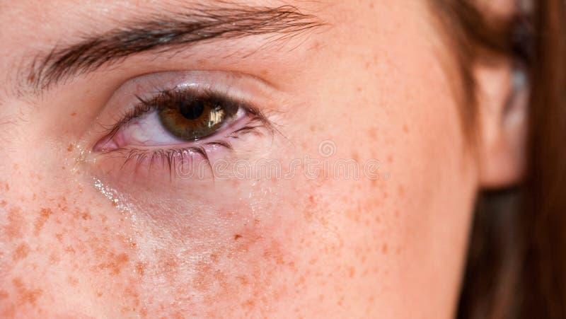 Oeil pleurant photo stock
