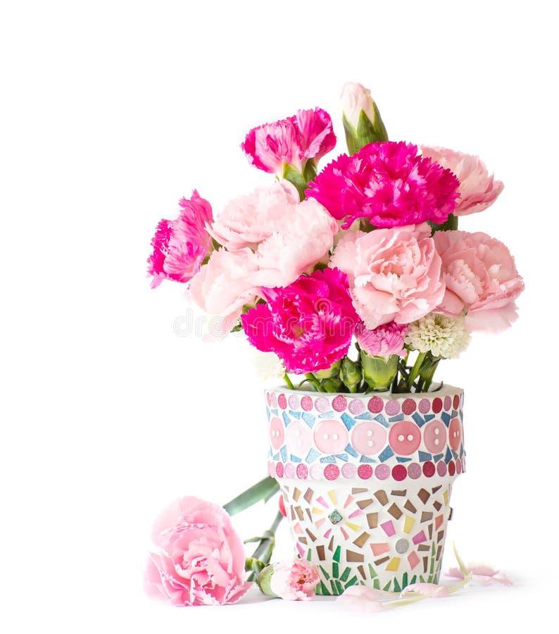oeillet dans le pot de fleur de mosa que image stock image du clove fond 36841203. Black Bedroom Furniture Sets. Home Design Ideas