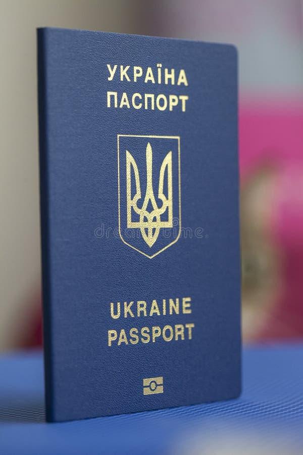 Oekraïens biometrisch paspoort stock afbeelding