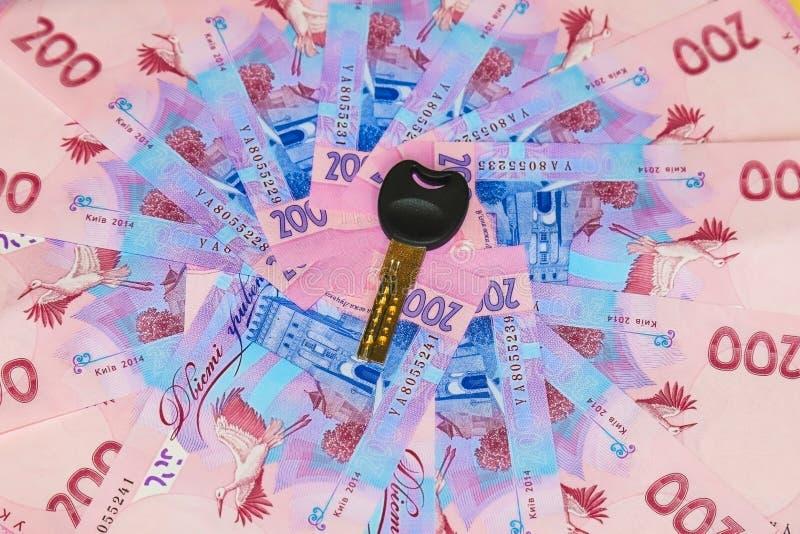 Oekraïense hryvnia, een rekening van hryvnia 200 met een sleutel van de flat waar het geld is royalty-vrije stock foto