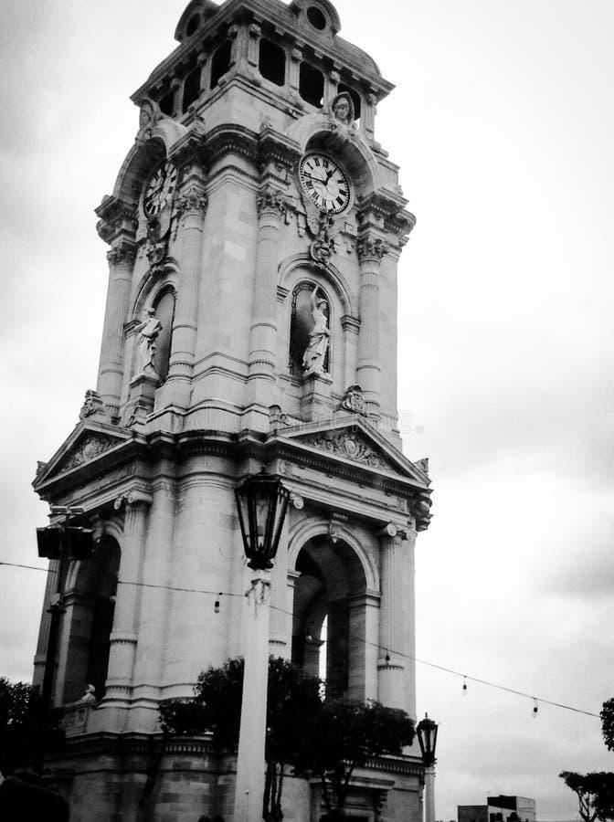 Oerhört och forntida torn på Pachuca royaltyfria foton