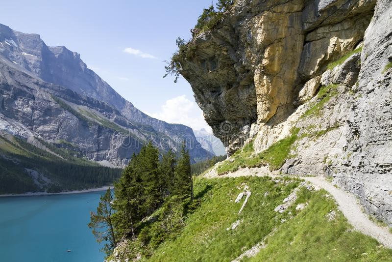 Oeschinensee Schweiziska fjällängar, Kandersteg, Bernese Oberland, Europa Carpathian Ukraina, Europa royaltyfria bilder