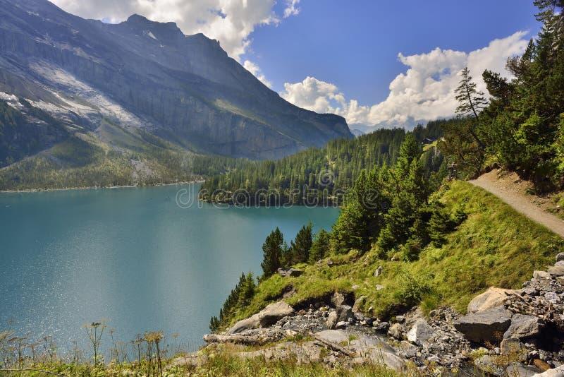 Oeschinensee van Kandersteg-gebied Berner Oberland zwitserland royalty-vrije stock foto's