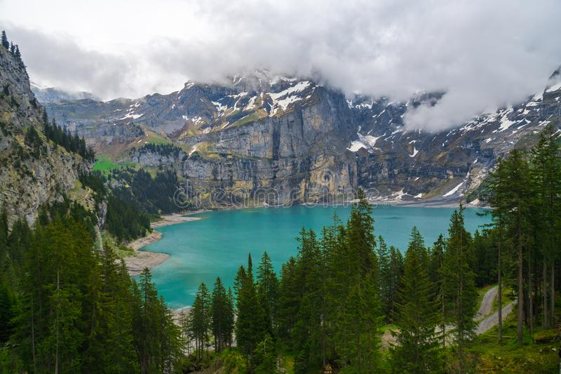 Oeschinenseemeer, kandersteg Zwitserland royalty-vrije stock foto's