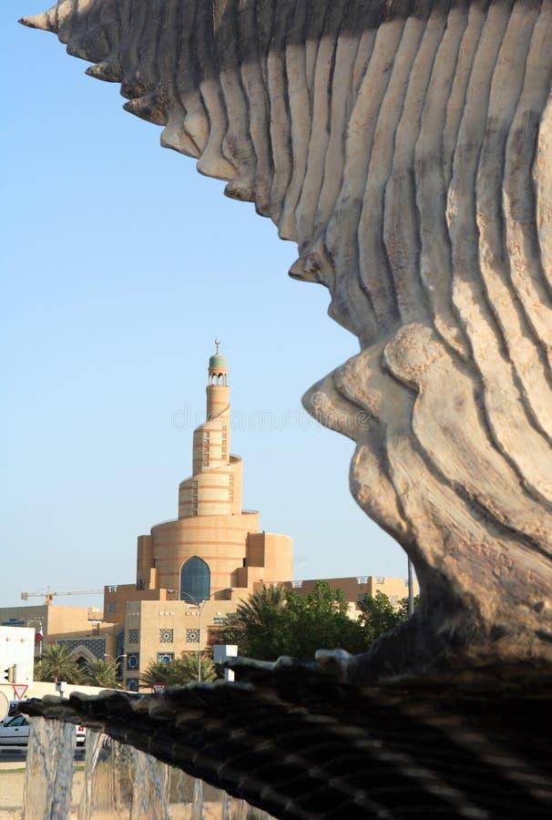 Oester en minaret in Qatar royalty-vrije stock afbeelding