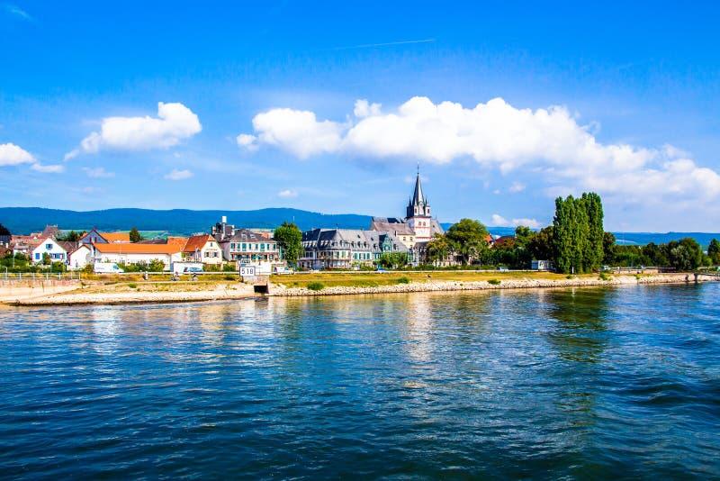 Oestrich-Winkel, pouca cidade no Rhine River, Alemanha imagens de stock