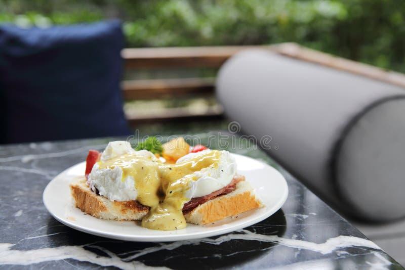 Oeuf Benedict, oeufs pochés avec du pain grillé, petit déjeuner anglais photo libre de droits