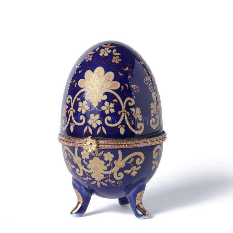Oeuf en céramique décoré photographie stock