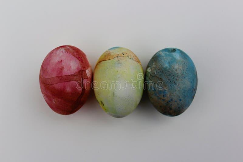 Oeuf heureux de couleur de Pâques photographie stock libre de droits