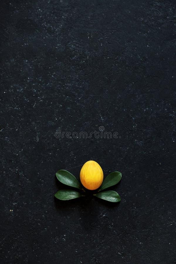 Oeuf jaune Pâques photo libre de droits