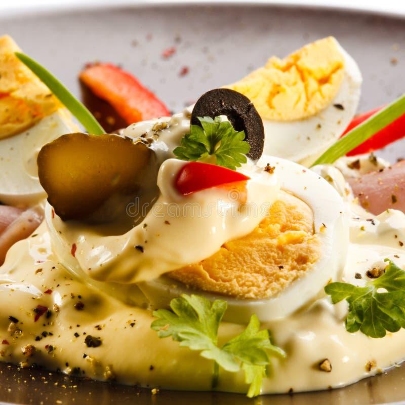 Oeufs à la coque avec la mayonnaise photo libre de droits