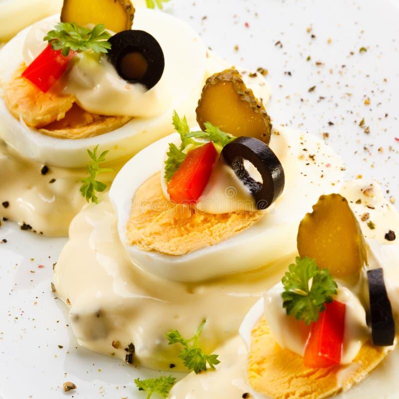 Oeufs à la coque avec la mayonnaise photos libres de droits