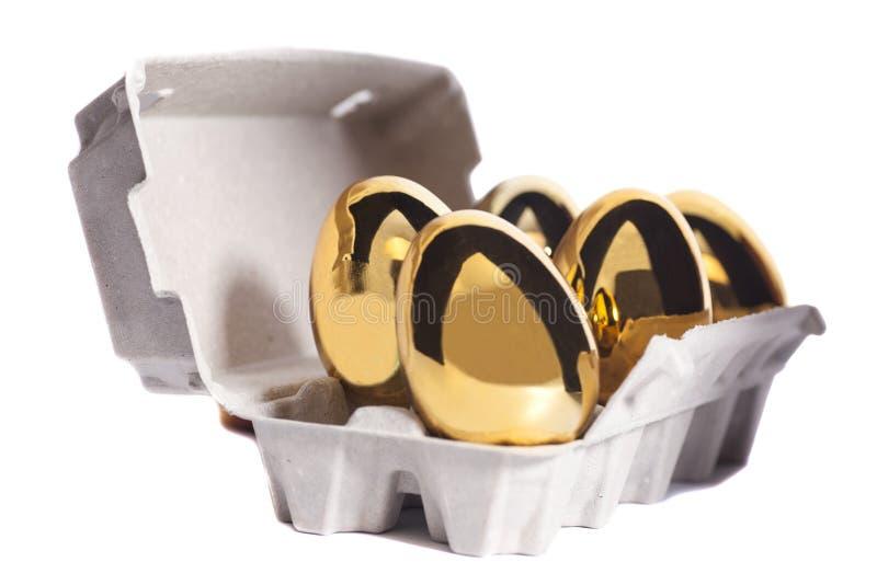 Oeufs d'or dans la boîte photo libre de droits