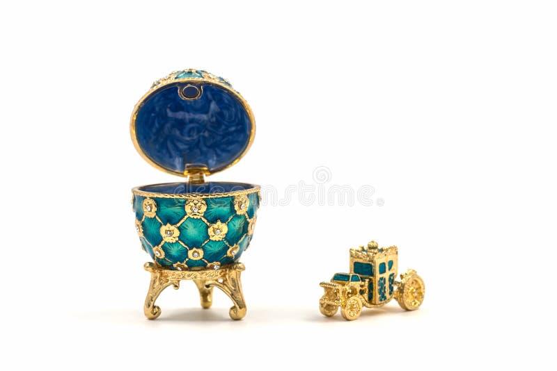 Oeufs de Faberge Oeuf de pâques en céramique décoratif pour des bijoux photo libre de droits