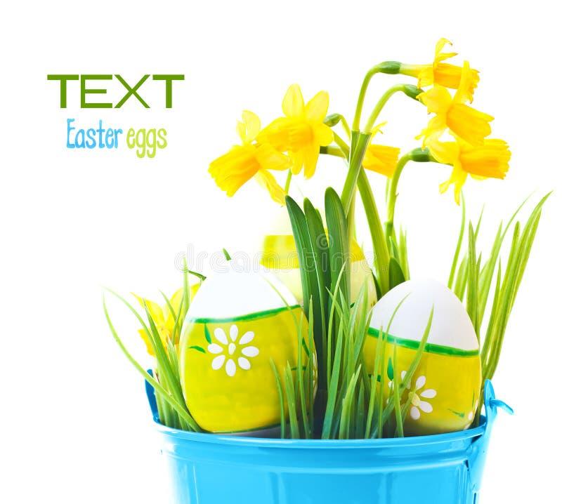 Oeufs de pâques avec des fleurs image libre de droits