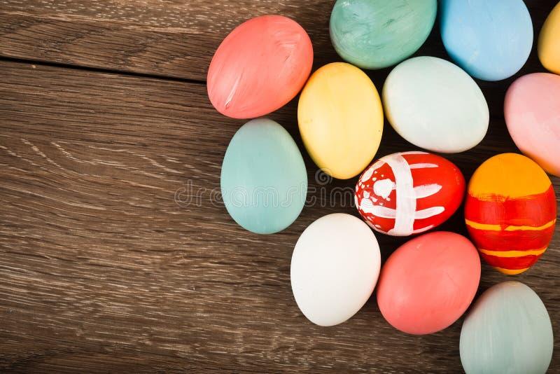 Oeufs de pâques colorés de vintage photos libres de droits