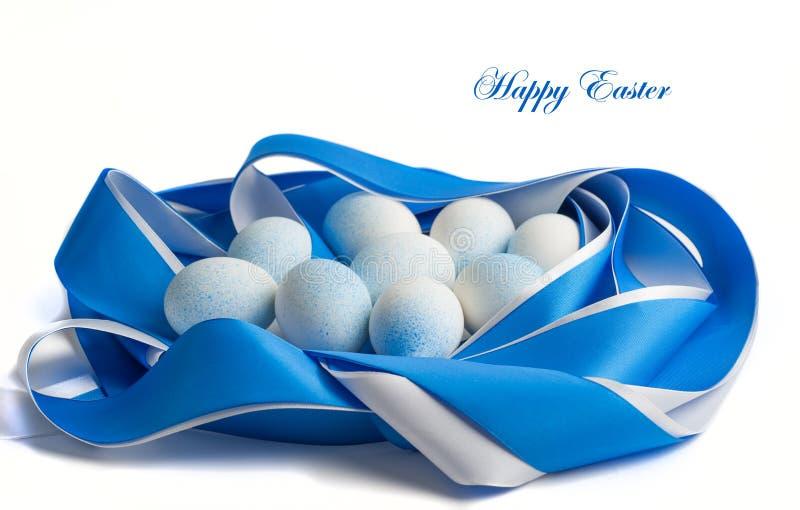 Oeufs de pâques dans des tons bleus image libre de droits