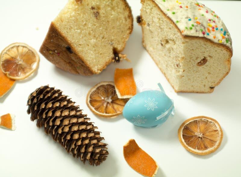 Oeufs de pâques, gâteau d'Easters, pâtisseries, célébration photos stock