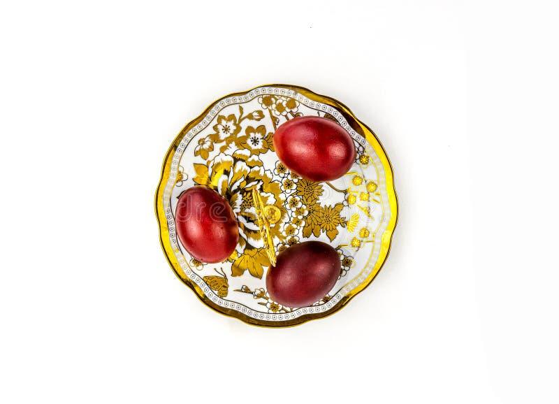 OEufs et gâteaux peints de Noël, encore de la vie avec différentes assiettes photographie stock libre de droits