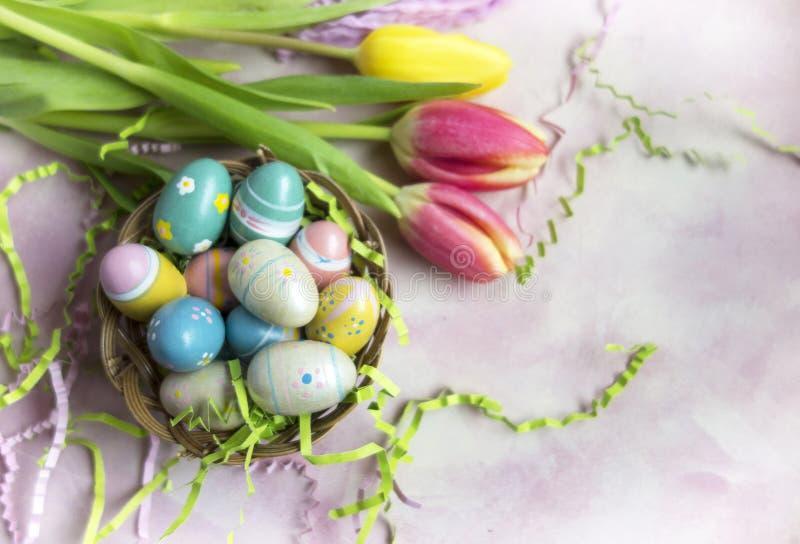 Oeufs et tulipes de pâques photo libre de droits