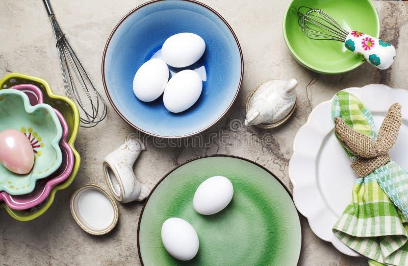 Oeufs frais, composition en Pâques image stock