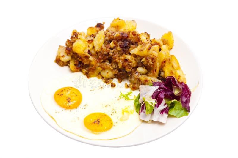 Oeufs sur le plat et pommes de terre photo stock