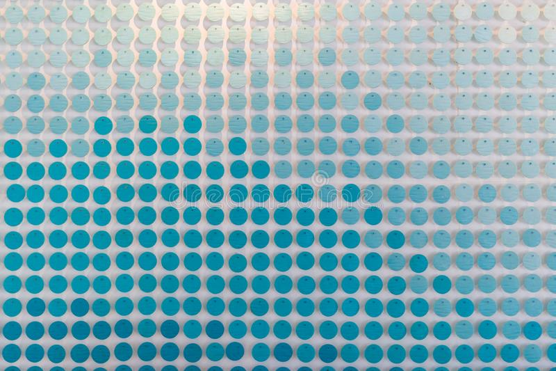 OEuvre artistique en tuiles bleues et blanches Éléments de design intérieur à la lumière du jour images libres de droits
