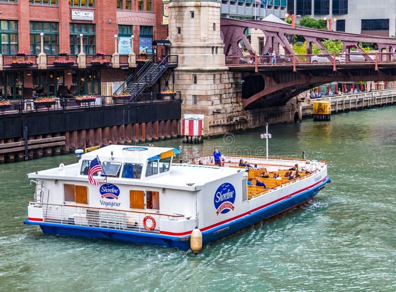 Oever Sightseeingsboot stock foto