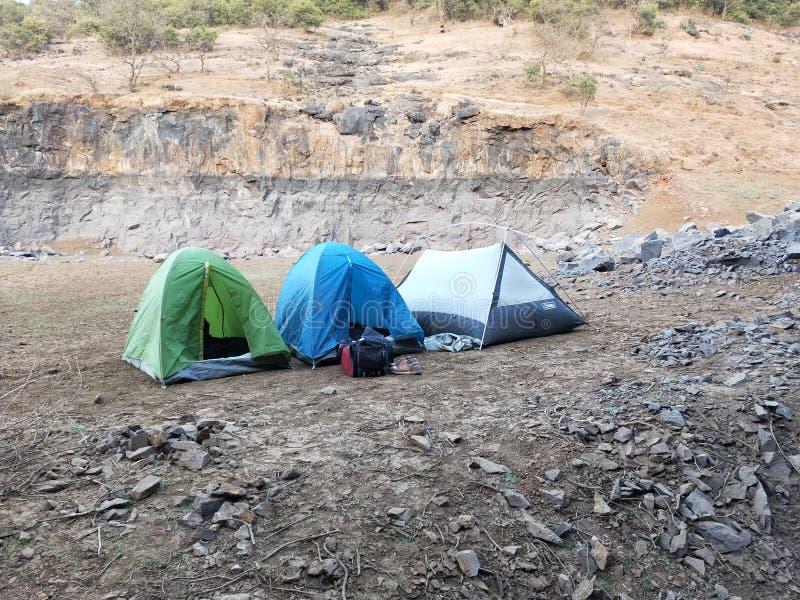 Oever van het meer het kamperen stock foto