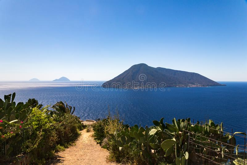 Oförglömlig sikt av några av de Aeolinan öarna arkivbilder