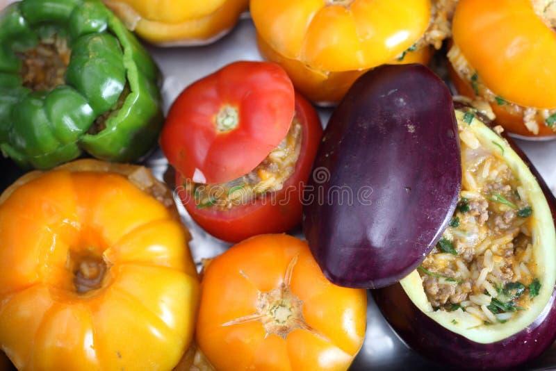 Ofenfertiges angefülltes Gemüse stockfoto