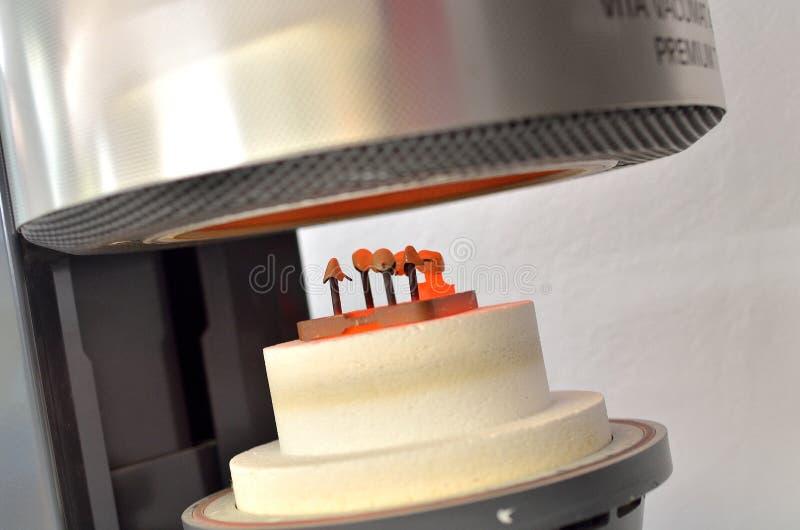 Ofengerät für Porzellanzähne lizenzfreies stockfoto
