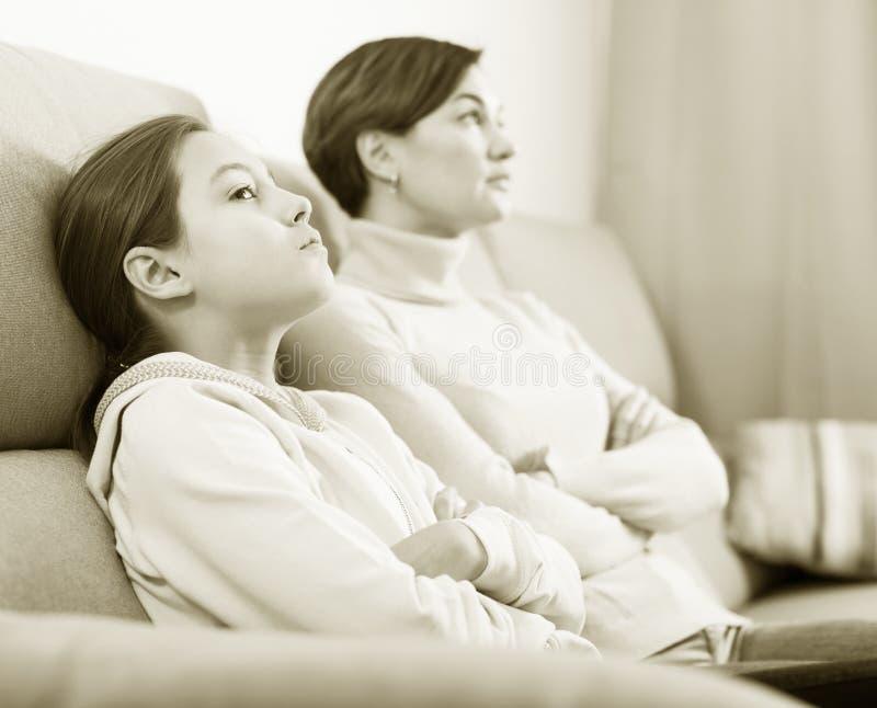 Ofensa da tomada da mãe e da filha imagem de stock royalty free