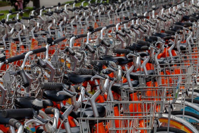 Oferece bicicletas alugado foto de stock royalty free