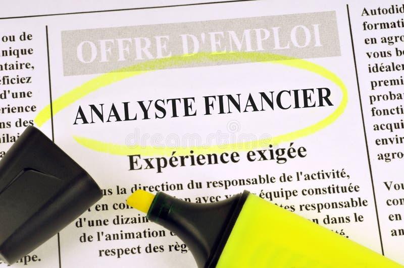 Oferta de trabajo del analista financiero escrita en francés fotografía de archivo libre de regalías