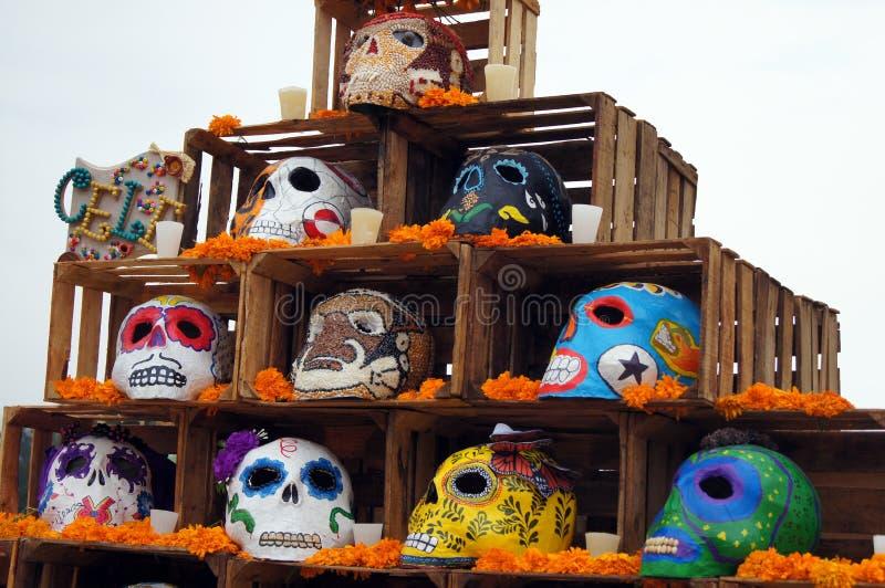 Ofertas, crânios, ofícios relativos ao dia dos mortos em México Festividade completamente das cores e das tradições que nos faz r fotografia de stock