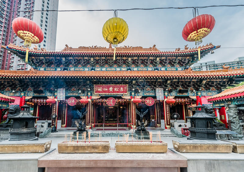 Ofertas Sik Sik Yuen Wong Tai Sin Temple Kowloon Hong do incenso imagens de stock royalty free